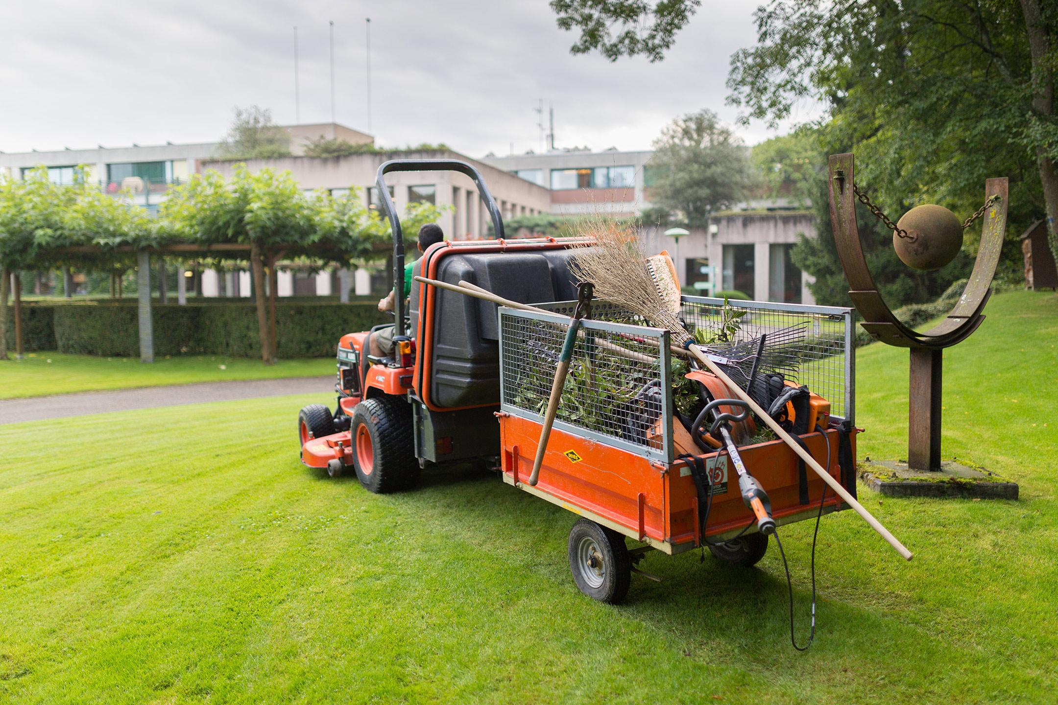 Entretien des espaces verts etablissements publics pour for Offre emploi entretien espaces verts